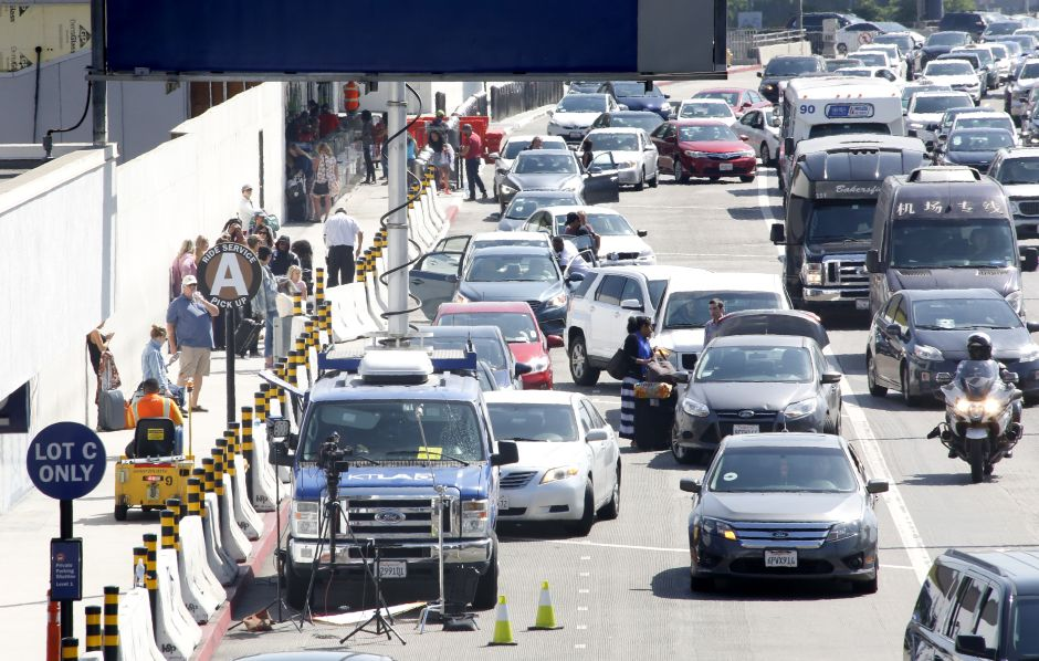 How to leave LAX with the new passenger pick-up policy