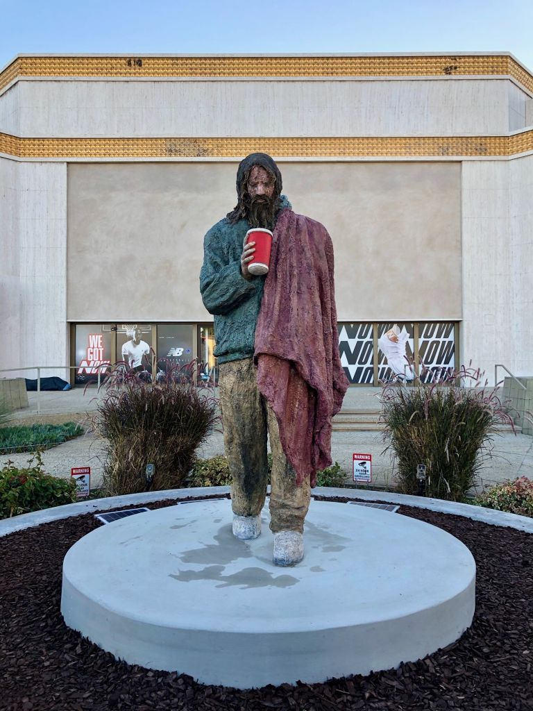 Monumental sculpture of a 'homeless' in Santa Monica unleashes controversy
