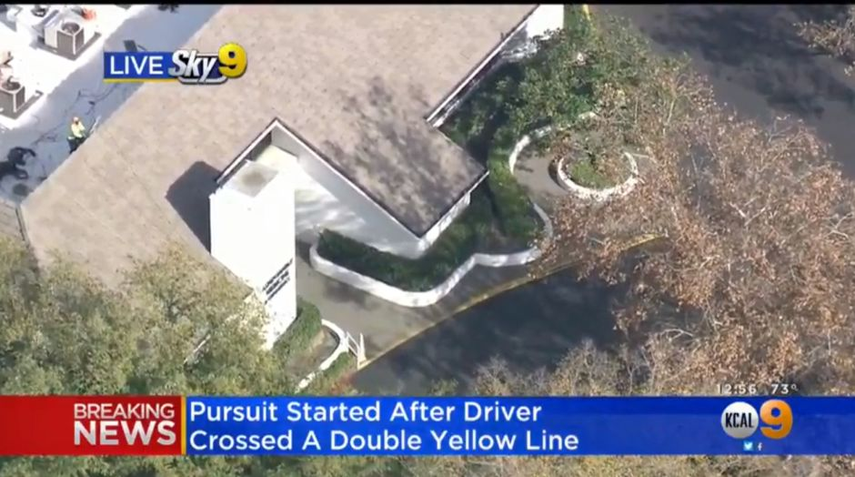 Video: Police chase seems to end when the subject leaves the car and escapes to a building