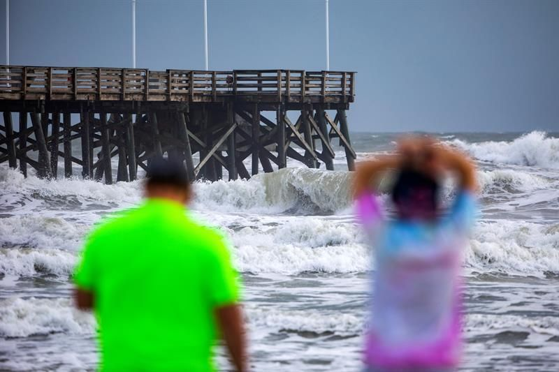 """Winter storm will produce """"rare and dangerous"""" tides off southern California"""