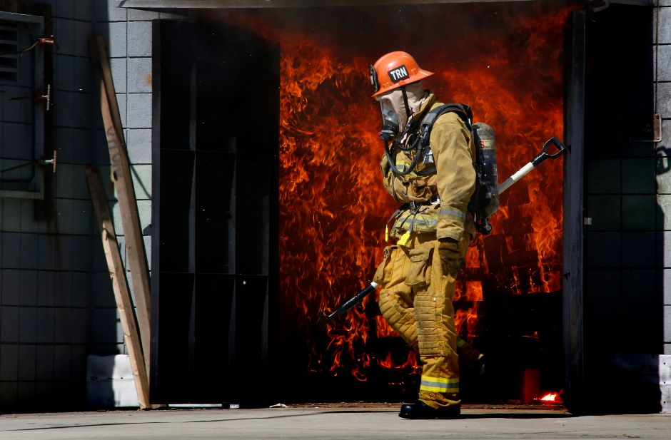 Several firefighters injured in an explosion in downtown Los Angeles