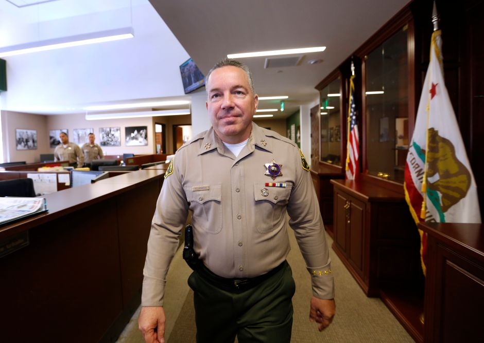 For blocking investigations and breaking the law, they ask for the resignation of LA sheriff